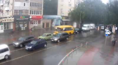 Раптова злива з градом знову підтопила вулиці Чернівців – фото