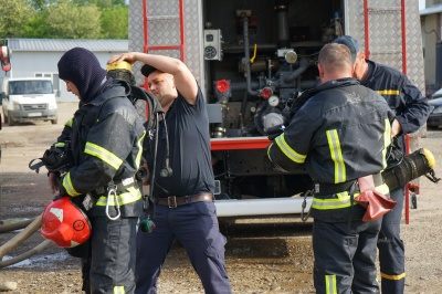 Масштабна пожежа у Чернівцях: на території підприємства горів склад - фото