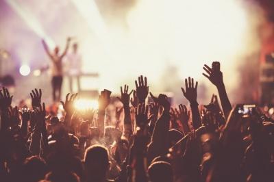 Зірковий «десант»: стало відомо, які артисти приїдуть з концертами до Чернівців