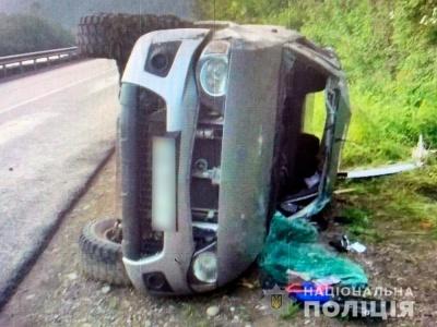 ДТП у горах Буковини: внаслідок перекидання автівки двоє людей потрапили до лікарні