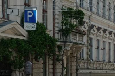 Нова концепція паркування у Чернівцях: де зроблять платні і безкоштовні парковки