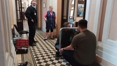 У ратуші Чернівців встановлюють турнікет: тепер доступ до частини міськради буде обмежений