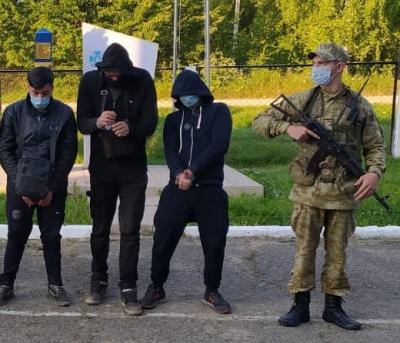 Були голодні та втомлені: на Буковині прикордонники врятували життя двом іноземцям
