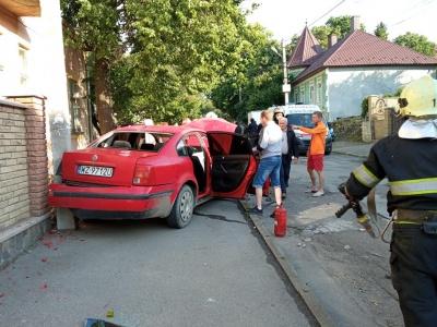 ДТП у Чернівцях: «євробляха» протаранила огорожу, у водія ознаки сп'яніння