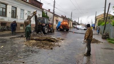 Через обвал на Руській в Чернівцях запускають додаткові автобуси на Гравітон